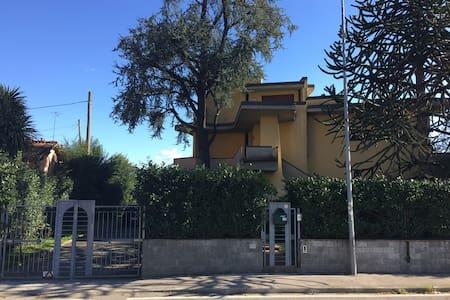 Appartamento in villa con giardino - Agliana