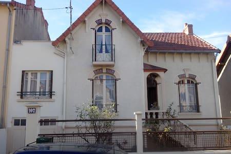 Chambre sympa à Montluçon - Ev
