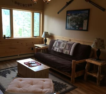 Brand New Rocky Mountain Log Garage Apartment! - Evergreen - 公寓