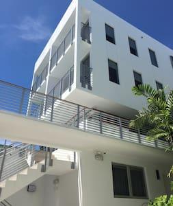 Suite at Urbanica The Meridian Hotel - Miami Beach - Apartment