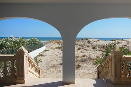 Haus in den Dünen, offen zum Meer - Oliva - House