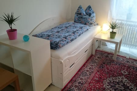 Ruhiges sonniges Zimmer in Bungalow - Banglo