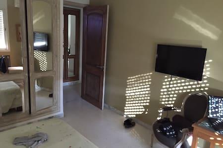 Chambre pour 2 à la Soukra - Appartement