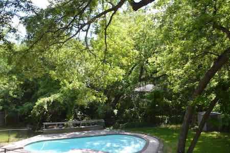 Cozy & Roomy House; Lots of Trees - Duncanville - Casa