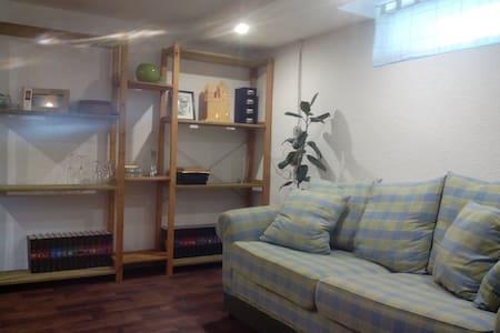 Gemütliche Wohnung im Souterrain - Lägenhet