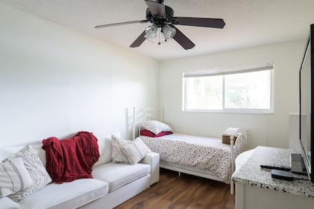 Quite Comfortable Room w/ Twin Bed - Pembroke Pines