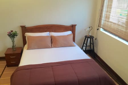 TOWN HOUSE FOR SOLO TRAVELLER - George Town - Bed & Breakfast