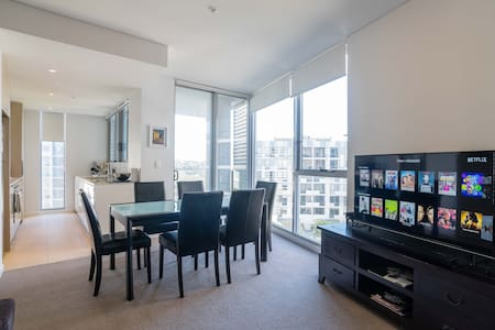 Private ensuite bed next to Airport - Wolli Creek - Wohnung