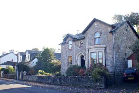 1 King-Sized Bedroom in renovated Victorian Villa - Langbank