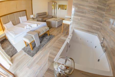 Vila Bisera Luxury Double Hot Tube - Ohrid