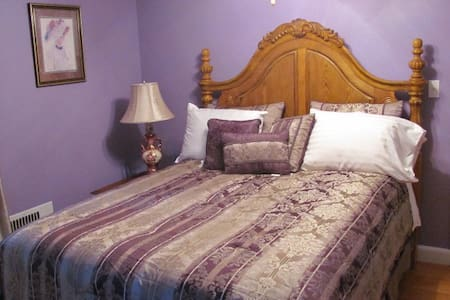 Chateau du Lac, Chambre d' Violette - Bed & Breakfast