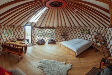 Stunning views from warm cosy yurt - Yurt