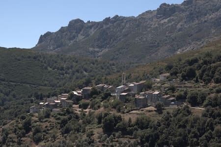 Maison de village en plein coeur de LENTO - Lento - Hus