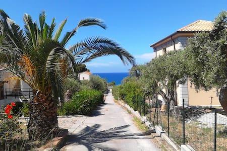 """"""" La Casetta al Mare """" with beautiful sea view ! - Mazzaforno - Rumah bandar"""