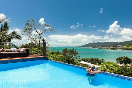 WOW Factor -AIRLIE Private Balcony - Cannonvale