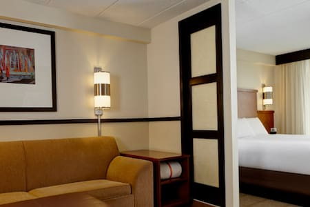 Stay at the Hyatt Place Perimeter Center - Bed & Breakfast