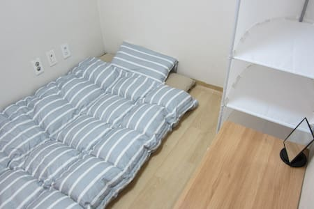 Private Room with Breakfast & Wifi - Yangcheon-gu