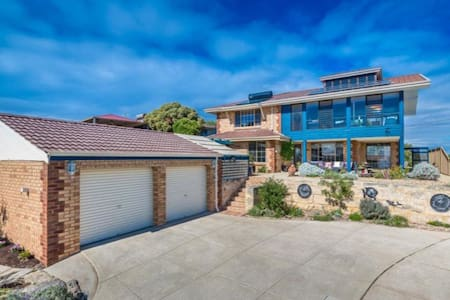 Rustic room in gorgeous seaview home by the beach - Quinns Rocks - Bed & Breakfast