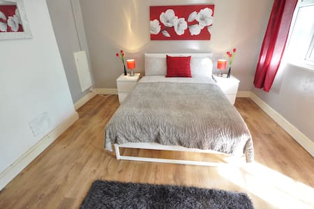 (RE) KING SIZE ROOM WITH BALCONY AT BETHNAL GREEN - London - Apartment