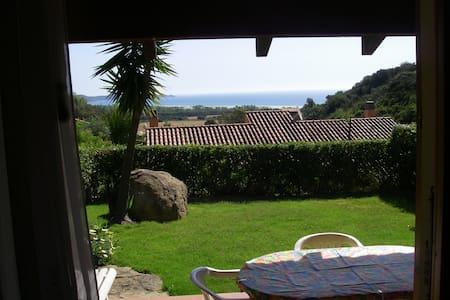 Villa confortevole vista mare con giardino privato - Costa Rei