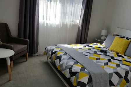 Bright room at the beach - wifi & breakfast - Aspendale - Rivitalo
