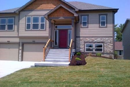 New House in West Lawrence! - House