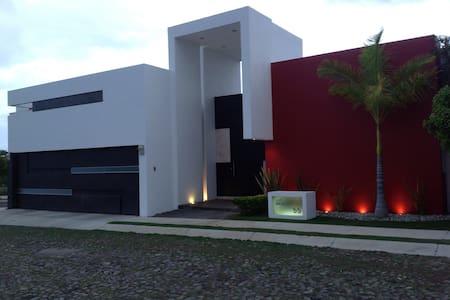 Gran comodidad, ubicación y relax - Colima - House
