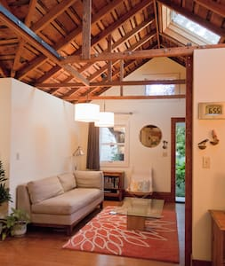 Enchanting cottage in central Berkeley - Stuga