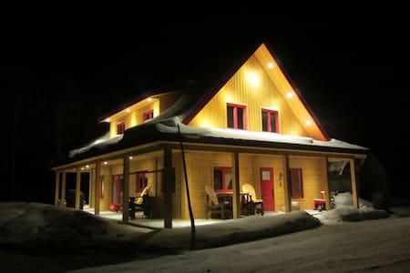 Le Montagnard au Toit Rouge - Chalet