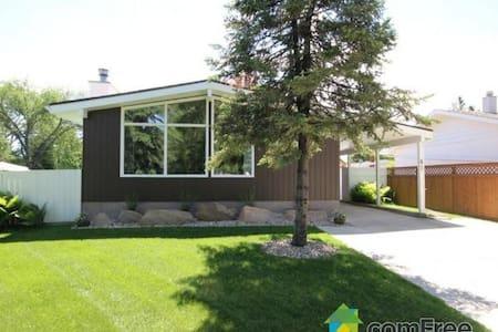 Luxury Bungalow! - Winnipeg - Huis