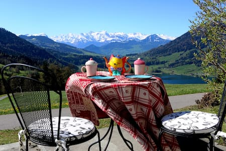AMAZING ALPS & LAKE VIEW!! - Oberägeri - Apartment
