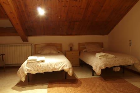Habitació Doble amb bany compartit - Vilaller - Wohnung