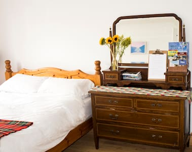 Bright fresh room with garden view - Rumah