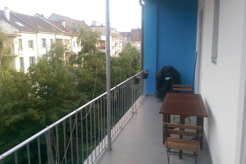 Balkon mit Grill