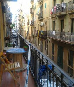 Confort Double bed room with big balcony - Barcelona - Apartment