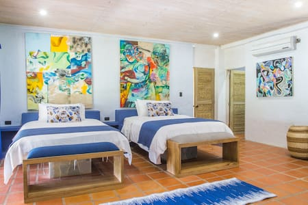 Blue Apple Beach House - Lulo Island Hotel Room - Rumah