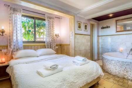 Dream-Time, Lovers-Nest - Amirim - Bed & Breakfast