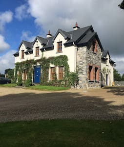 Charming, spacious residence full of character - Ballyhannon South - Huis