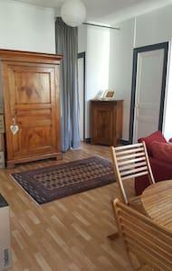Chambre avec terrasse en ville - Appartement