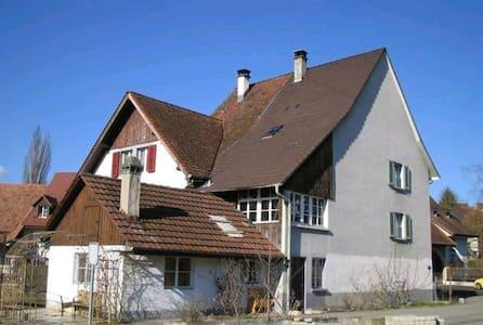 Übernachten im Bauernhaus, Farmer House - Arisdorf - Casa