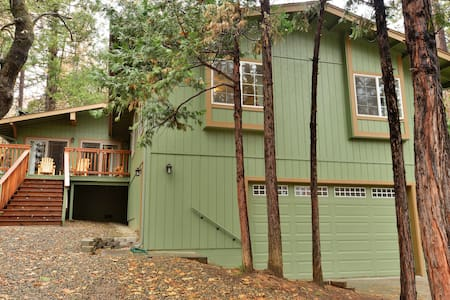 Large Beautiful Bass Lake Cabin - Oakhurst - Blockhütte