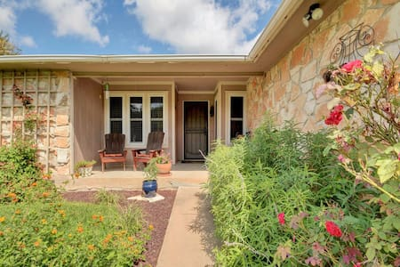Comfy, quiet room with easy access to Austin. - Austin - House