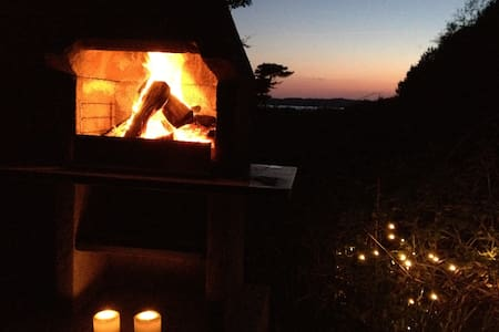 Jagthytte med fjordudsigt og strand - Cabin