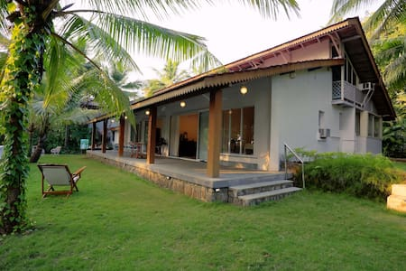 Gorgeous Private Getaway Home, Near Kashid Beach - Kashid - Bungalow