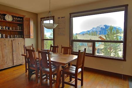 1 private bedroom close to trails and serenity! - Canmore - Other