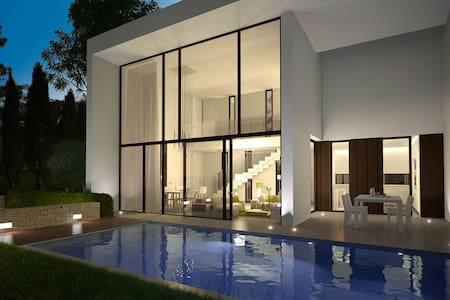 Poolside Designer Villa, Moraira - Teulada - Hus