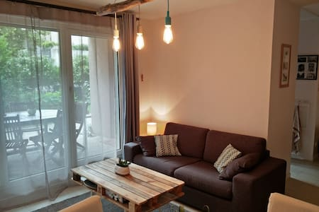 Bedroom in a flat, 5 min from Lyon old town - Daire