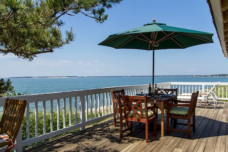 Cape Cod Waterfront Cottage - Wellfleet - House