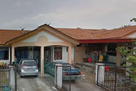 3 room homestay @ teluk kemang Port Dickson - Maison