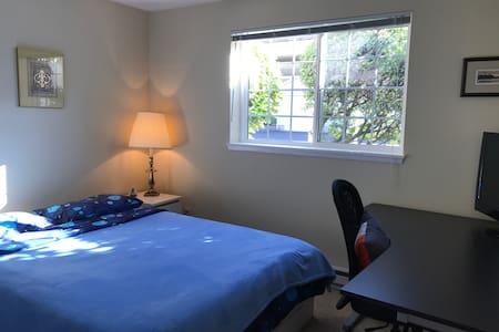Lovely bedroom - Newcastle - Társasház